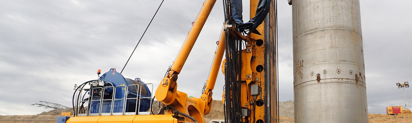 Rotary drilling rigs with high performance steel wire rope